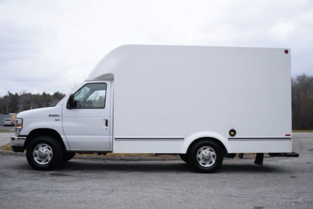 09 ford e 350 xl enclosed box van unicell truck 5 4l triton gas e350 used cloth. Black Bedroom Furniture Sets. Home Design Ideas