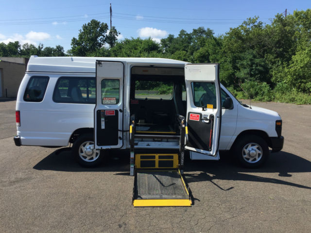 10 Ford E 250 Handicap Van Wheel Chair Lift Braun Side Entry 74000 Miles