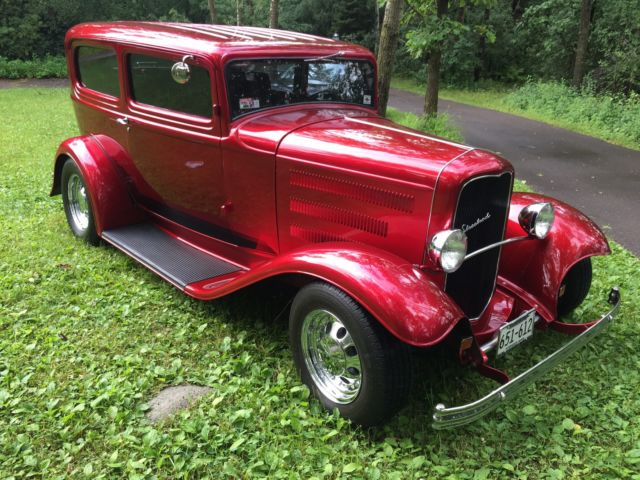 1932 ford sedan model b 2 door candy apple red 302 ford for 1932 plymouth 4 door sedan