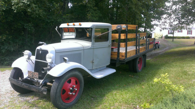 1934 Ford 1 1/2 Ton Flatbed Truck