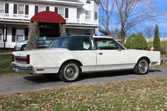 1981 Lincoln Town Car Base Sedan 2 Door