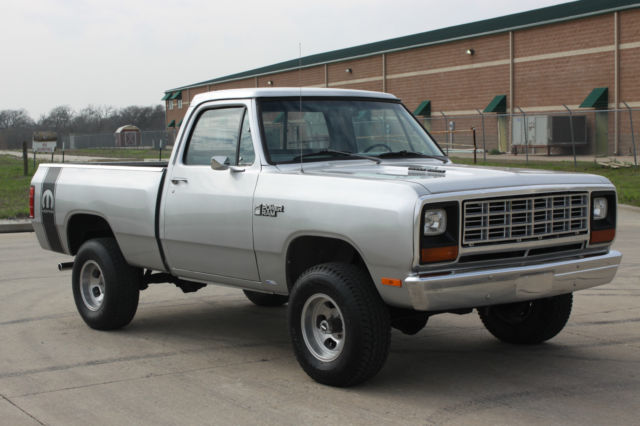 1982 dodge ram w150 power ram 4x4 royal se 4 speed 318 ps. Black Bedroom Furniture Sets. Home Design Ideas