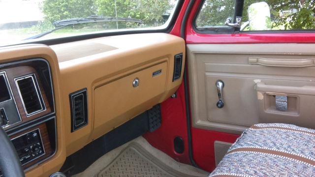 1985 Dodge D100 short bed 318 4 speed