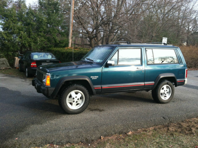 1995 Jeep Cherokee XJ Sport 4x4 2 Door 5 speed manual
