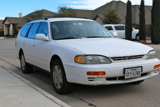 1996 toyota camry le wagon 4 door 3 0l v6 white one owner vehicles markets com