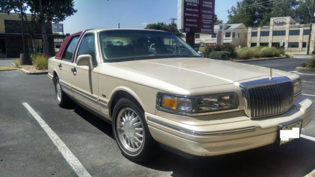 1997 Lincoln Town Car Cartier Luxury Sedan Like New Low Miles