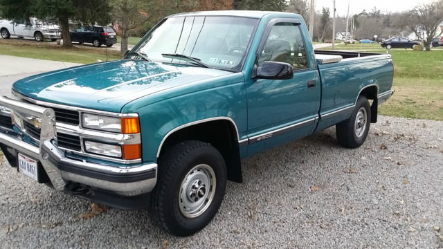 1998 CHEVY K 1500 LONGBED 4x4 5 Speed Manual Trans - Well Maintained