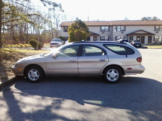 ford taurus se wagon gold excellent condition
