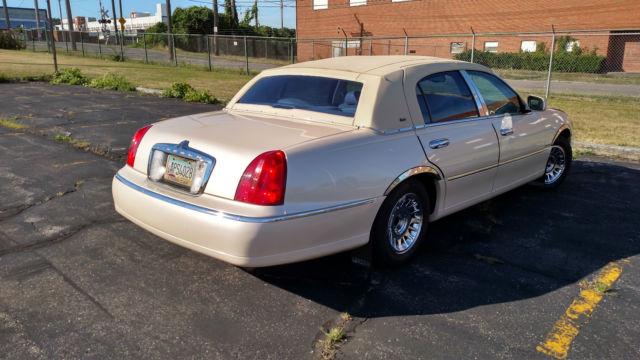 1998 Lincoln Town Car Cartier Sedan 4 Door 4 6l