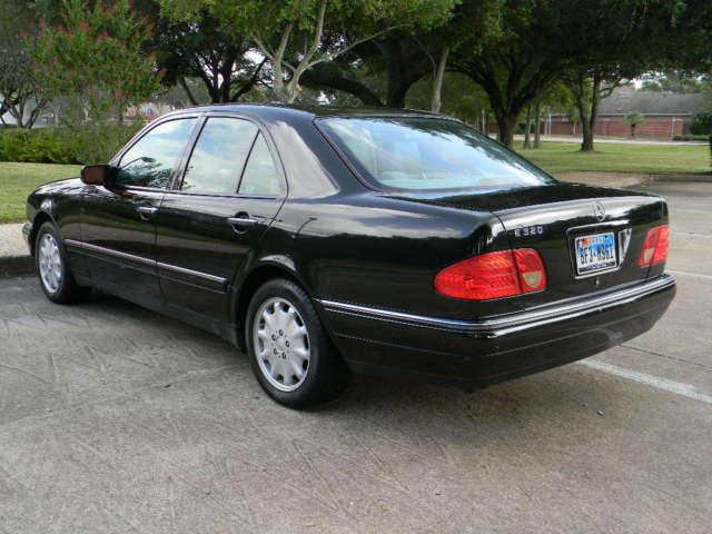 1999 Mercedes-Benz E320 Sedan Black Looks and runs great