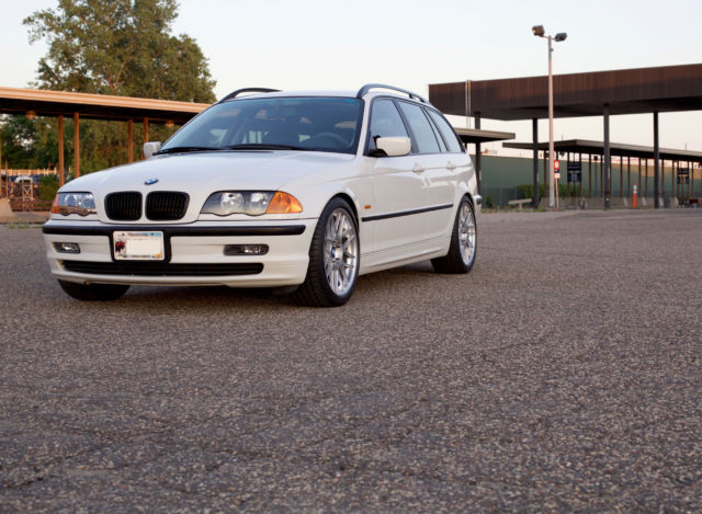 2000 BMW 323i Touring Wagon - RWD - Manual Transmission - Alpine White