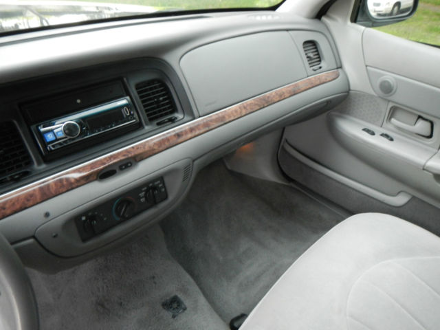 Ford Crown Victoria  Technical Specifications