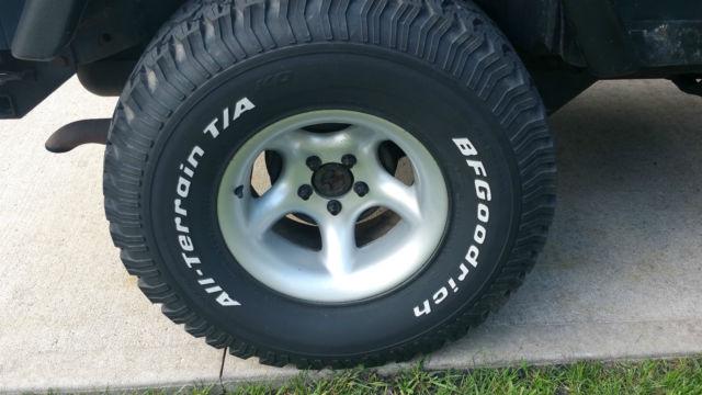 2001 jeep wrangler 3 inch lift 33 39 39 tires softtop. Black Bedroom Furniture Sets. Home Design Ideas