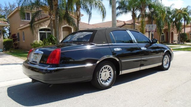 2001 lincoln town car cartier edition with black exterior. Black Bedroom Furniture Sets. Home Design Ideas