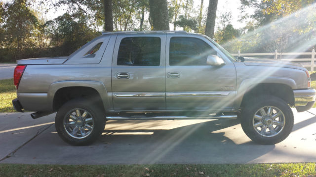 2003 Chevy Avalanche LLY Duramax Diesel 4x4 straight front axle