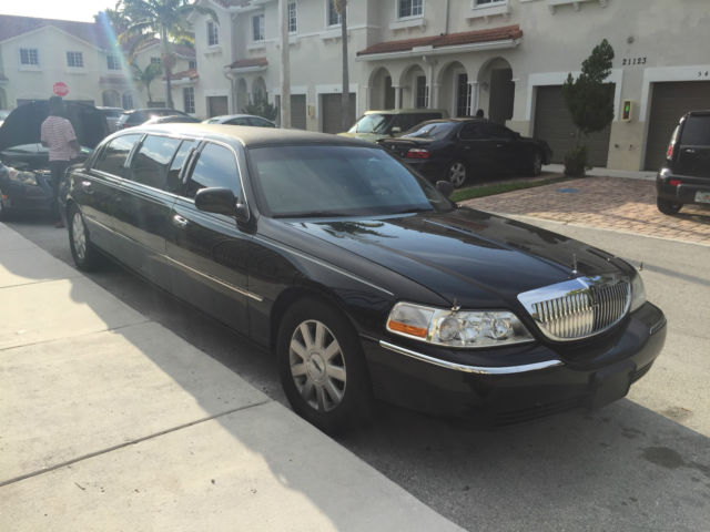 2003 lincoln town car executive sedan 4 door 4 6l. Black Bedroom Furniture Sets. Home Design Ideas