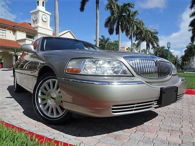2003 Lincoln Town Car Signature Premium 61k Original Miles Sunroof 1 Owner Nice