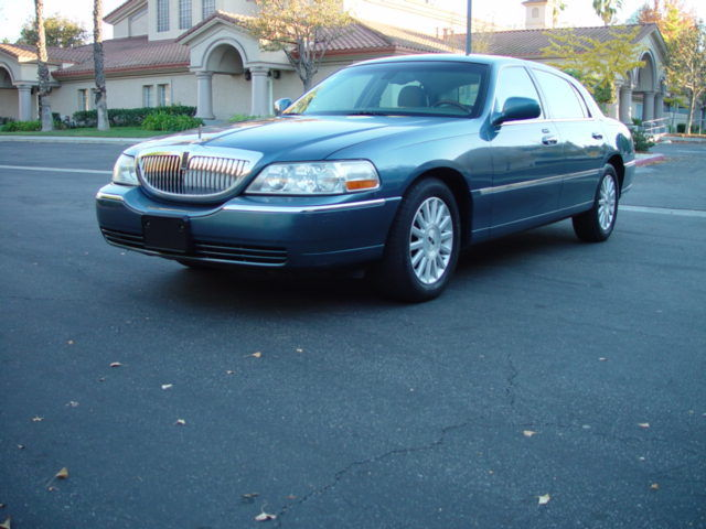 2003 Lincoln Town Car Signature With No Reserve