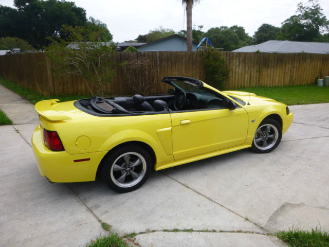 mustang gt convertible adult owned  owner  speed