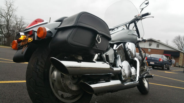 2004 Honda VTX 1300 Saddlebags Windshield 10k Miles NR