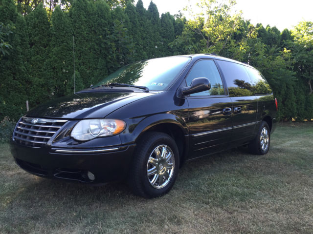 2005 chrysler town country black limited fully loaded only 111k miles. Black Bedroom Furniture Sets. Home Design Ideas