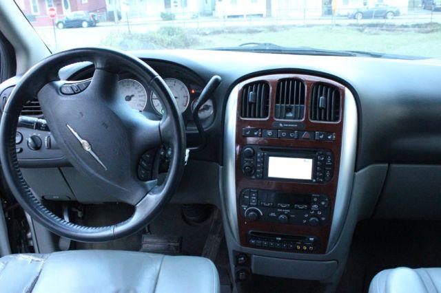 2005 chrysler town country minivan. Black Bedroom Furniture Sets. Home Design Ideas