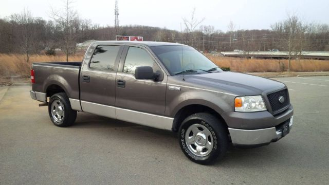 2005 ford f 150 xlt crew cab pickup 4 door 4 6l. Black Bedroom Furniture Sets. Home Design Ideas