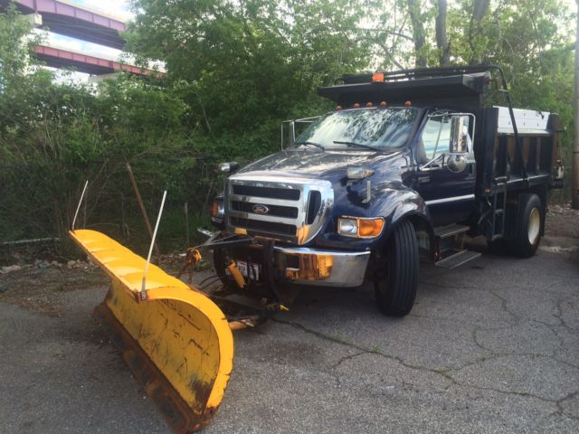 2005 Ford F650 XLT 10' Dump Truck with Plow and Spreader
