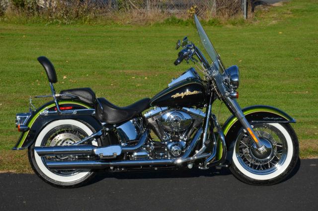 2006 2 Tone Harley Davidson Heritage Softail Deluxe Flstni