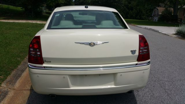 Chrysler C Hemi L Navigation Leather Ac Sunroof Inmaculate on 2006 Chrysler 300 Thermostat Location