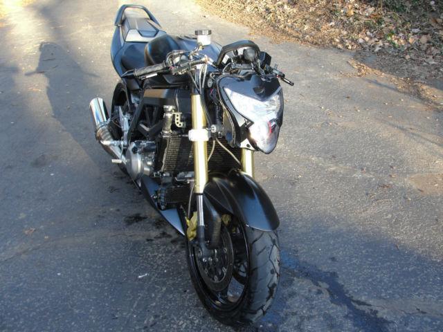 SUZUKI SV 650 S 2006 650 cm3   moto routière   37 200 km