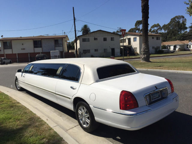 2006 White 120 Inch 5th Door Lincoln Towncar Limousine For Sale 1024