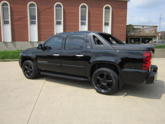 2007 chevy avalanche fully loaded ltz blacked out custom