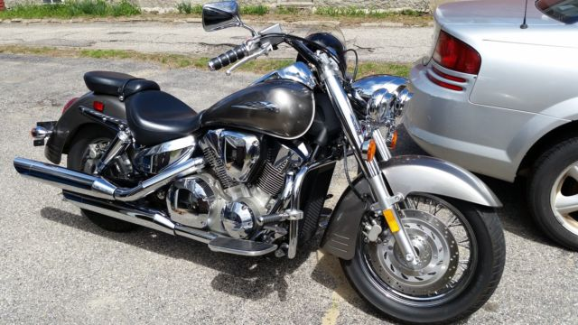 2007 Honda VTX 1300S Motorcyle  Great condition  Light bar and