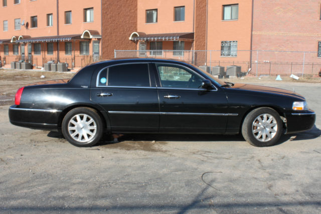 2007 lincoln town car signature limited sedan 4 door 4 6l black on black. Black Bedroom Furniture Sets. Home Design Ideas