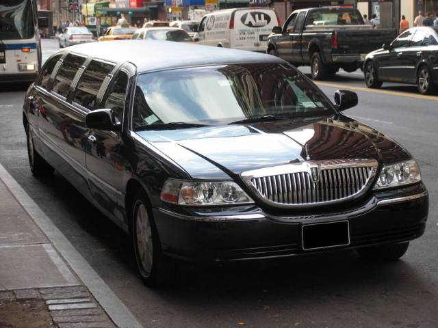 2007 Lincoln Town Car Stretch Limo For Sale