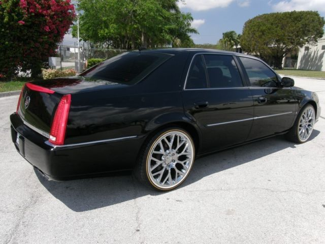 Cadillac Dts Luxury Collection Sedan Inch Wheelsvogue Tires See Video