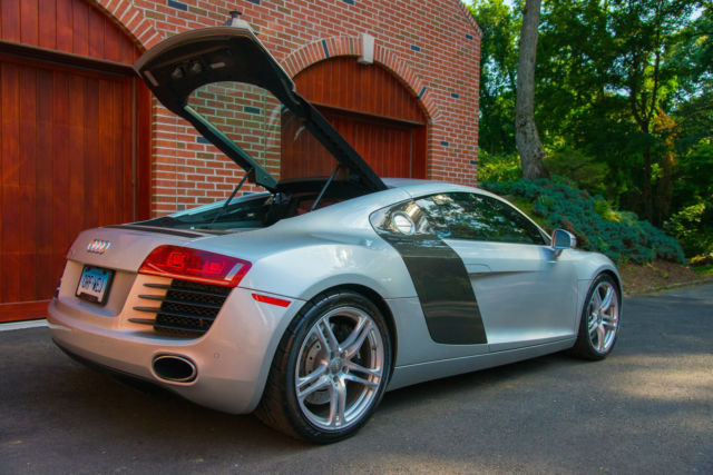 2009 audi r8 silver red 6mt v8 4 2l low miles. Black Bedroom Furniture Sets. Home Design Ideas