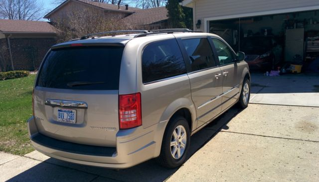 2009 chrysler town country minivan. Black Bedroom Furniture Sets. Home Design Ideas