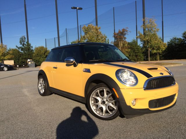 2009 mini cooper s dual sunroof 6 speed manual yellow. Black Bedroom Furniture Sets. Home Design Ideas