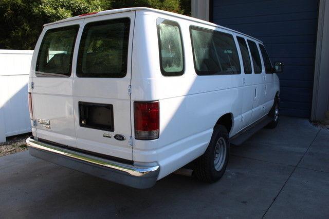 2010 ford econoline e series e350 xlt 15 passenger van cruise cd 10 knoxville tn. Black Bedroom Furniture Sets. Home Design Ideas