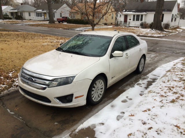 2010 ford fusion hybrid white car of the year sweet deal fast car great mileage. Black Bedroom Furniture Sets. Home Design Ideas
