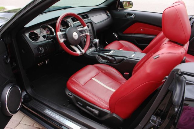 2010 ford mustang gt 4 6 auto low miles black red leather interior convertible. Black Bedroom Furniture Sets. Home Design Ideas