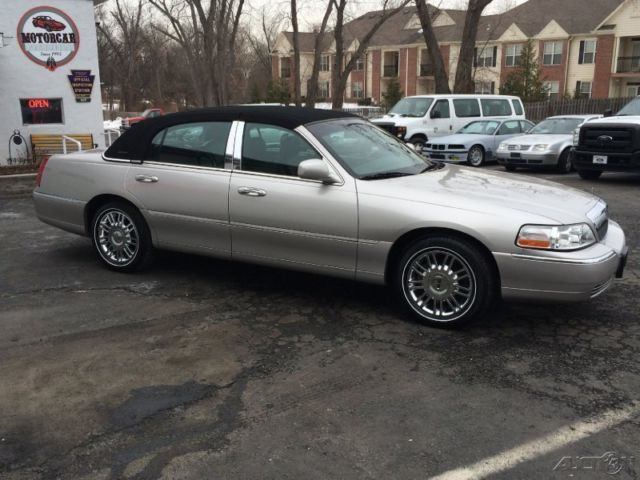 2010 Lincoln Town Car Signature Continental Package One