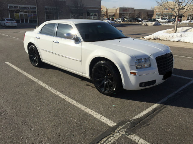 2010 white chrysler 300 170k miles 20in black premium wheels perfect condition. Black Bedroom Furniture Sets. Home Design Ideas