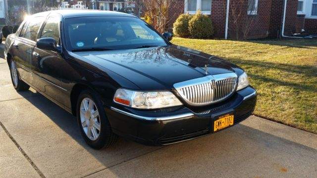 2011 Black Lincoln Town Car Executive L Sedan Very Good Condition