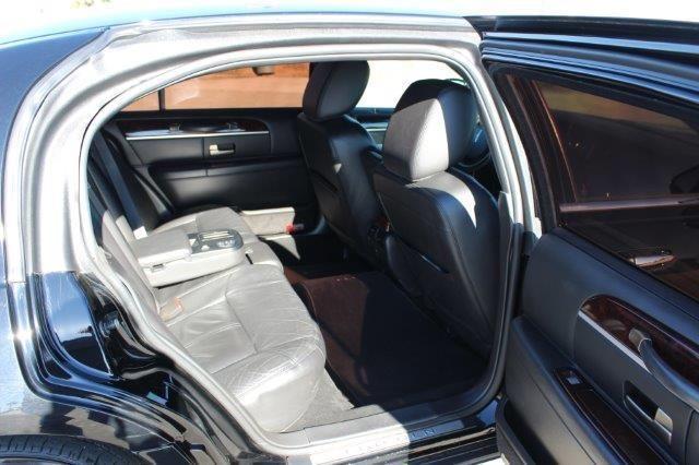 2011 Black Lincoln Town Car L Series 007