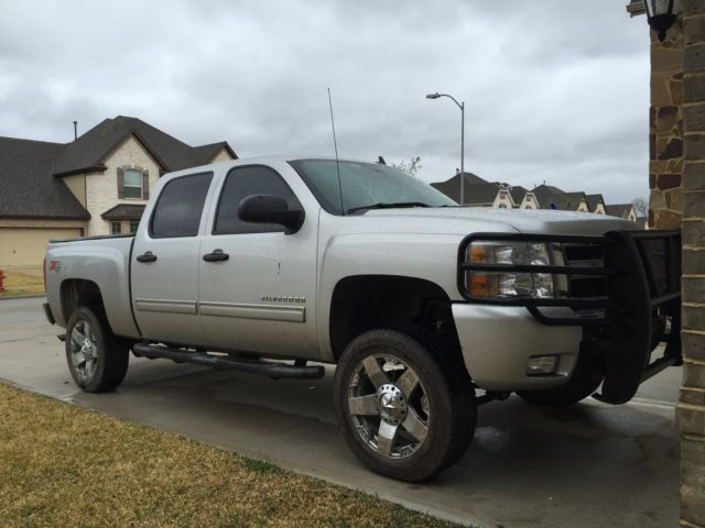 Chev Silverado  Crew Cab  L Vx Off Road New Tires Lift