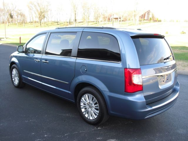 2011 chrysler town country touring l only 65k miles mint condition 65k. Black Bedroom Furniture Sets. Home Design Ideas