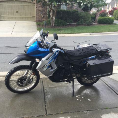 2011 KAWASAKI KLR 650 DUALSPORT MOTORCYCLE WITH TUSK PANNIERS